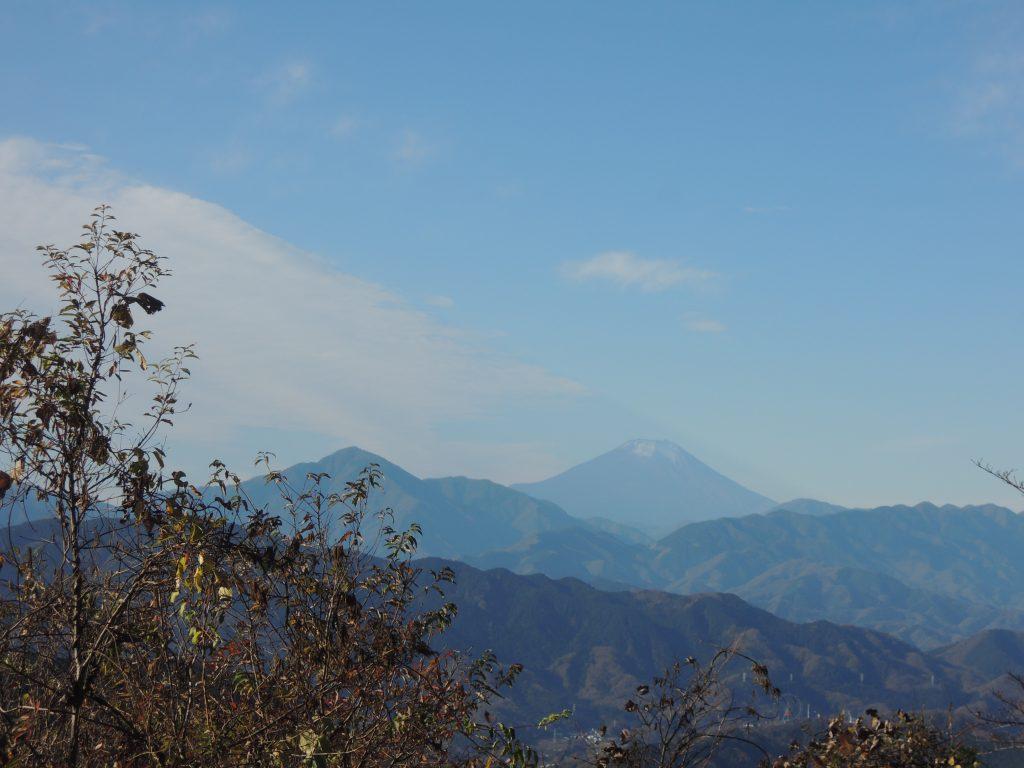 高尾山から小仏城山への縦走路からの富士山